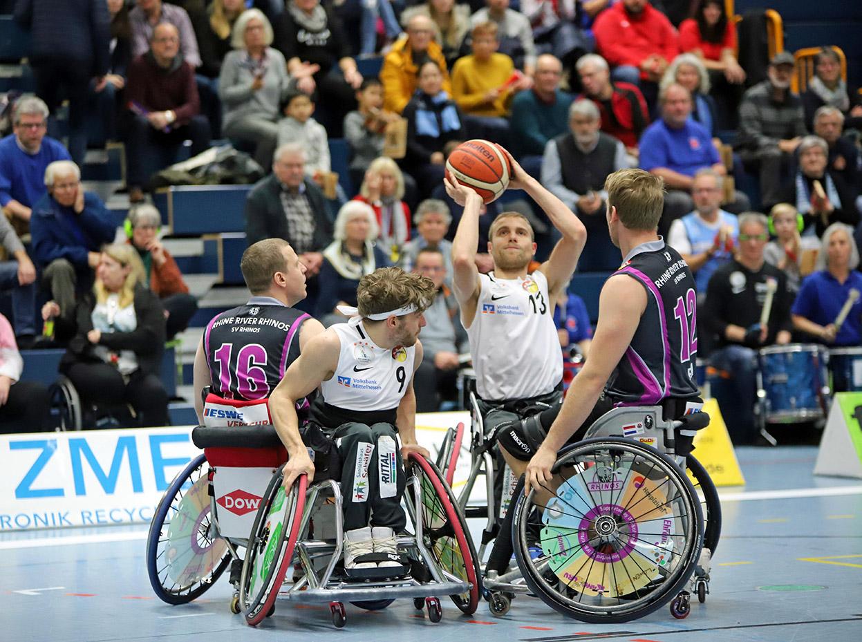 Thomas Böhme mit Basketball